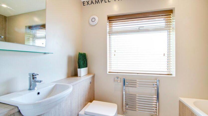 Flat 4 Shiners Yard bathroom 1